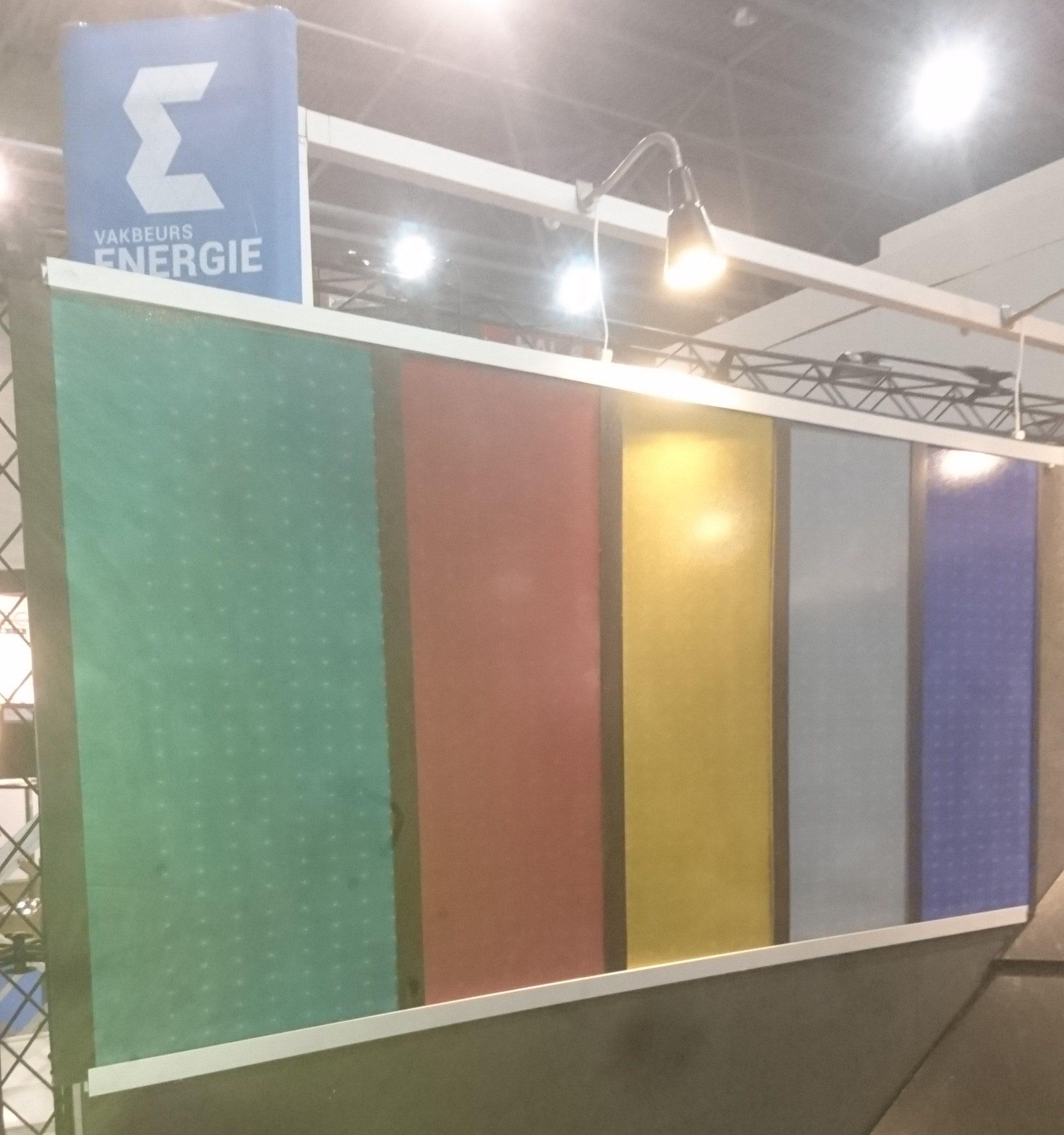 Gekleurde PV panelen geintegreerd in de gevel