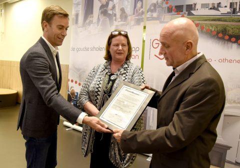 Uitreiking certificaat voor GSG Leo Vroman